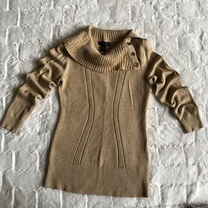 Sweater size M with gold bottoms